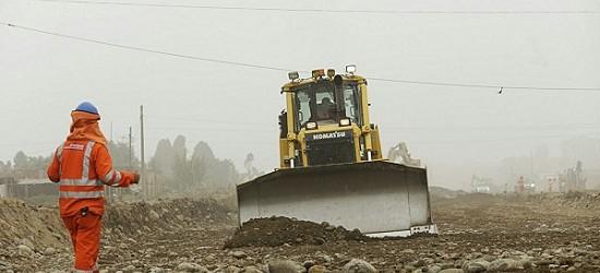 Los trabajos de construcción de la Nueva Autopista Central, que unirá Lima y Chosica, ya presentan sus primeros avances. La Municipalidad de Lima informó hoy que ya fue excavado un tramo de tres kilómetros de esta futura vía, a la altura de la planta de tratamiento en Huachipa, y 1.8 km de este espacio cuenta con una capa de relleno[…]