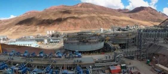"""La minera estatal Chinalco señaló que incrementará la inversión en su proyecto de cobre Toromocho (Junín), y el Perú se convertirá en el más importante abastecedor de cobre en China.  Wu Jiangqiang, presidente de Chinalco China Copper, precisó que la mina Toromocho produciría entre 180,000 a 190,000 toneladas de cobre este año, un incremento de 13% respecto al 2016. """"Empezaremos a[…]"""