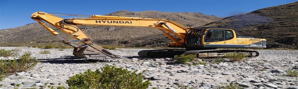 Excavadora de la municipalidad que se encargó de realizar las calicatas